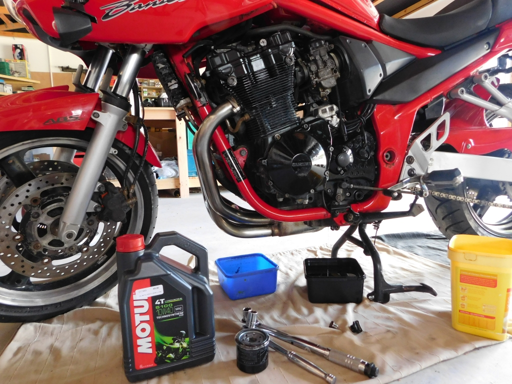 Oil change on a Suzuki GSF 650cc Badnit 2005 model